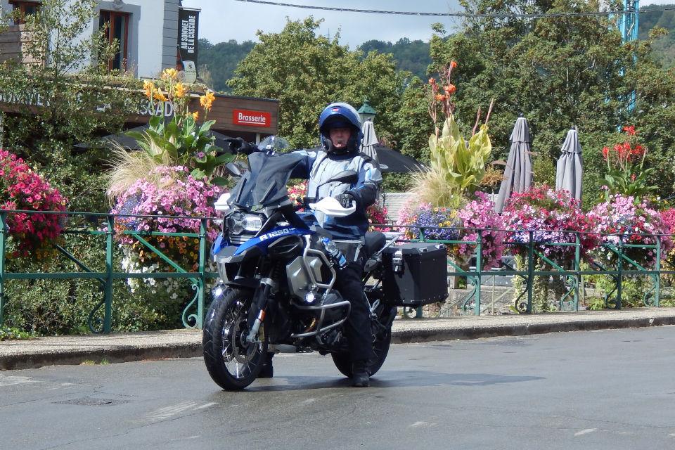 Motorrijbewijspoint Voorburg examengarantie AVB en AVD